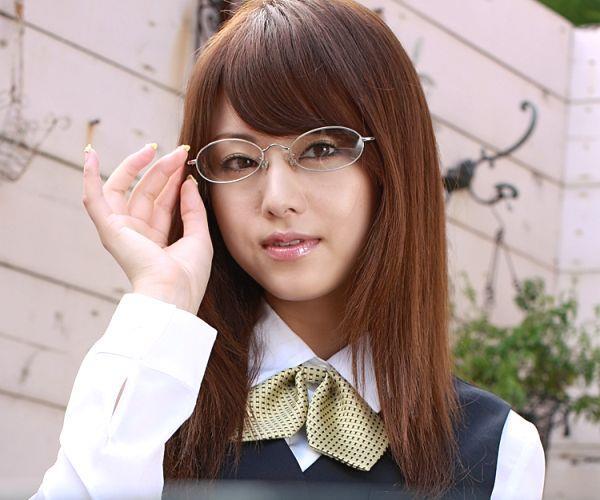 吉沢明歩 OLコスプレの美人AV女優が制服から下着姿になる着エロ画像05.jpg