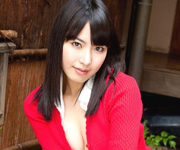 由愛可奈は元女子校生グラビアアイドルで彼女の下着姿と着エロ画像