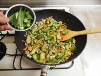 夏野菜と鶏ひき肉のオイスター29