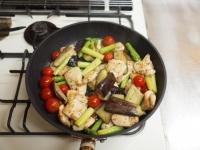 鶏むね肉と夏野菜のガーリック52