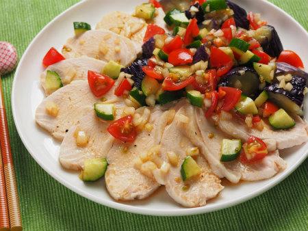 蒸し鶏と茄子の彩り夏野菜添06