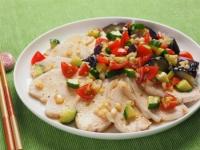 蒸し鶏と茄子の彩り夏野菜添04