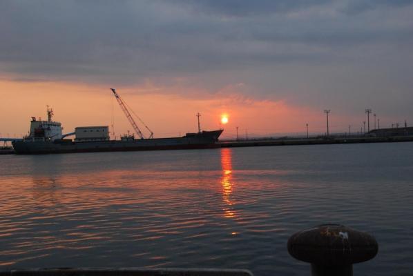 釧路 西港からの夕日・・・