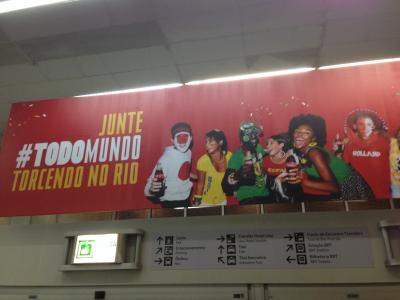 空港 ワールドカップ コカコーラ看板