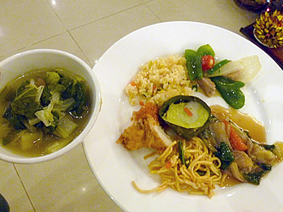 料理は中華、クメール料理など