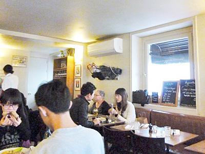 カフェ・コンスタンの2階フロア