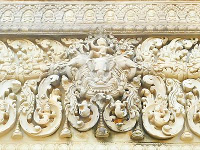 インドラ神のレリーフ