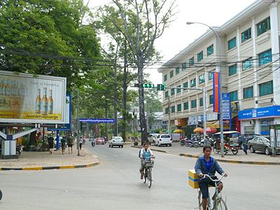 ホテルの前の交差点