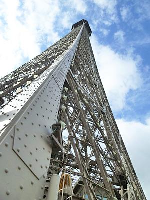 第2展望台から見上げる頂上