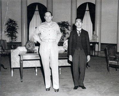天皇とマッカーサー