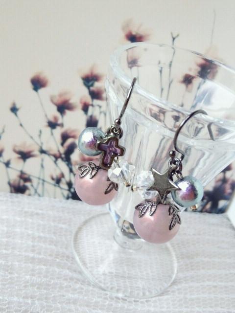 紫果実とコットンパールの黒ピアス1