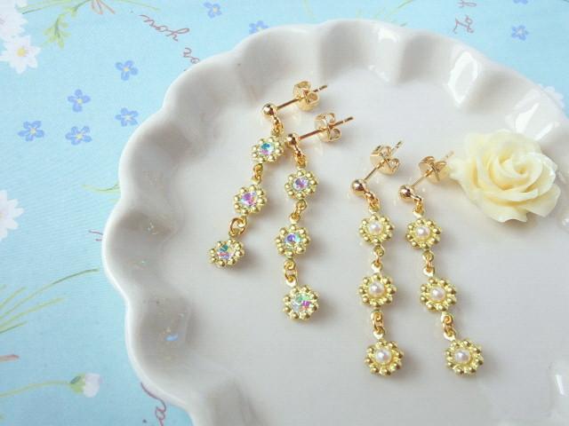 小さなお花繋ぎのプチピアス1