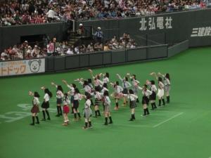 YMCA、踊る女子高生たち