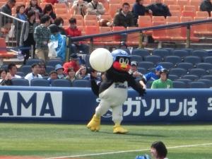 ボールを投げつける(^^;)