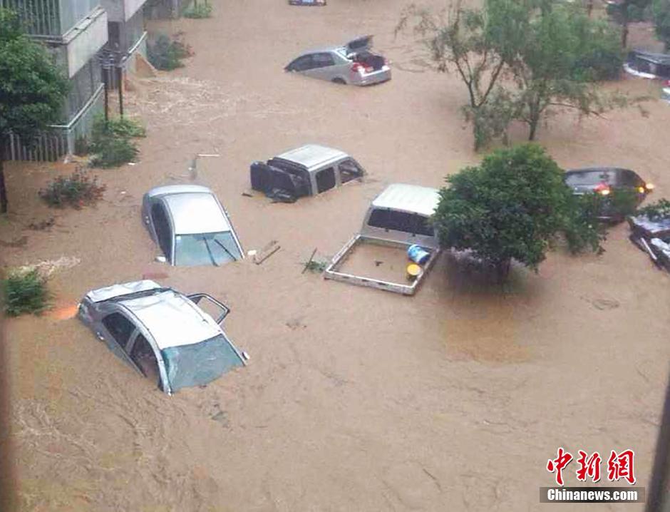 FOREIGN201406041048000221457010214貴州省で大規模な降雨主要出现在铜仁市豪雨被害--人民網2014.06.04