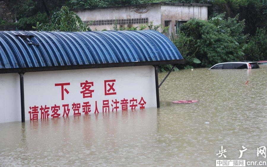 33870104162014年7月15日,贵州省铜仁市河水猛涨,洪水滔滔,城区多处低洼处出现内涝