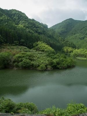 寺内ダム湖畔