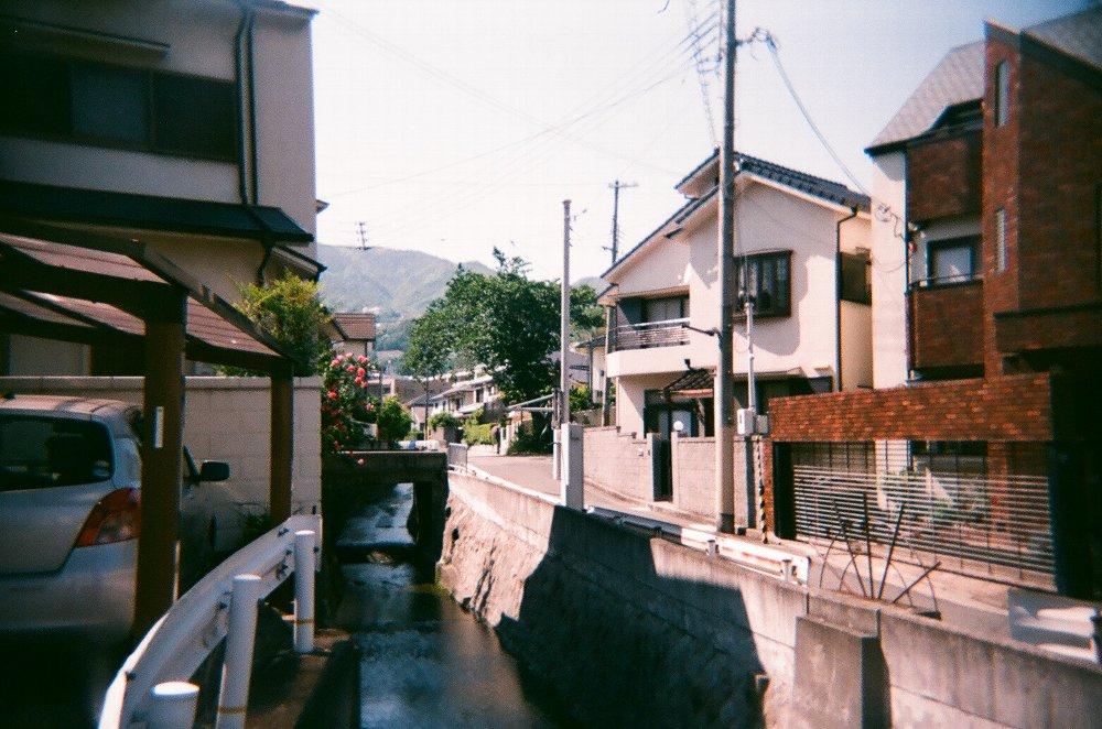 JAPAN OPTICSのConcord C180で撮ったバラのある川