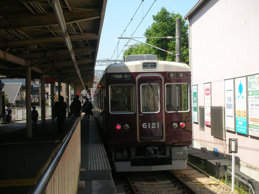 NikonのCOOLPIX S3で撮った阪急電車