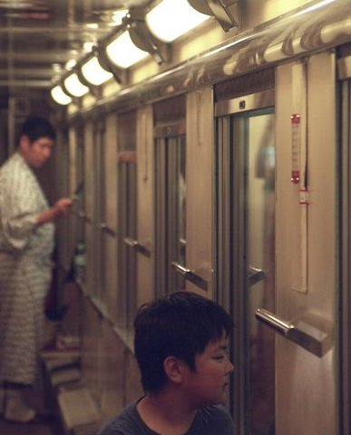 夜汽車の旅は 楽しいよ