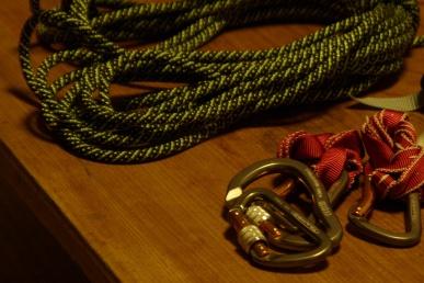 登山ロープとカラビナ