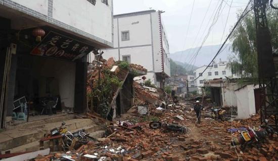 14_768_2014-08-04T030050Z_615646389_GM1EA840TVX01_RTRMADP_3_CHINA-EARTHQUAKE.jpg