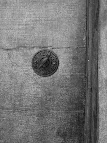 ドアの先 (C)表参道・青山・原宿・外苑前・渋谷・東京都内のはりきゅう院 源保堂鍼灸院 肩こり・腰痛・生理痛・不定愁訴・頭痛・眼精疲労・不妊症