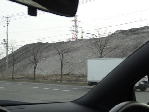 雪捨て場の山(2014.04.20)