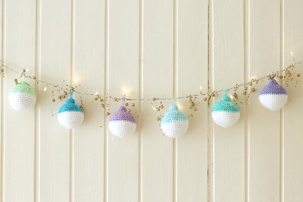 600px-wink-crochet-christmas-ornaments-finished1-fullsize.jpg