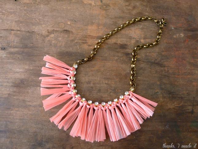 DIY_raffia_necklace_6.jpg