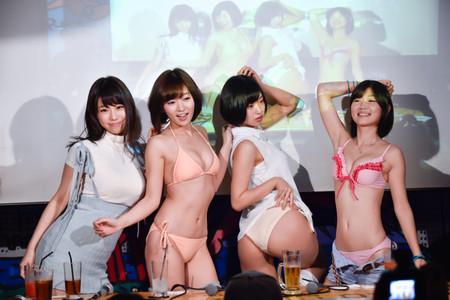 【画像あり】倉持由香ら人気グラドルが集結!服を脱いで自慢のパーツを披露