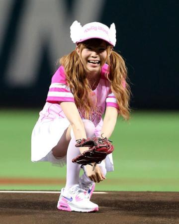 【野球】益若つばさ始球式に有吉からパンチラ指令