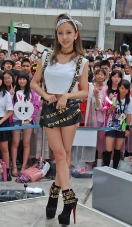 ともちんこと板野友美、ライブ会場で事務所後輩に「超キモイ」!会場では頭身がスゴイと騒然へ