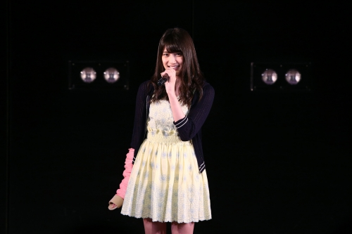 【AKB48】入山杏奈(18) ノコギリ襲撃事件後の初登場 痛々しいギプス姿で挨拶 「皆さんの声が私の支え」