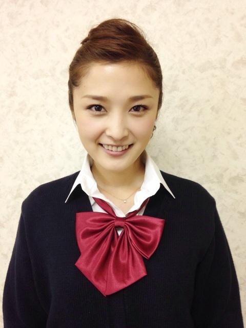 石川梨華 高校生の制服姿をブログで公開 「現役でいける」など絶賛の声