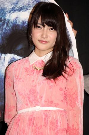 負傷のAKB48入山杏奈 ギプス姿で舞台挨拶 持ち物検査は実施されず