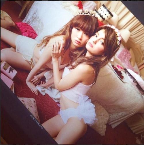 【AKB48】小嶋陽菜×マギーが下着姿でセクシーショット 「cute and beauty!」と海外からも反響