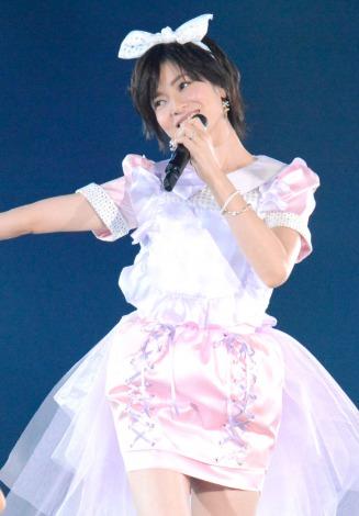 大人AKBまりり塚本まり子、『上からマリコ』ミニスカ衣装でセンター 「38歳でーす!」