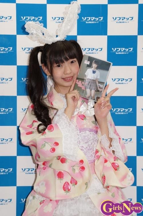 """私の""""なう""""が入っています…女優の花梨が最新DVD「学校なう ~夏休み水着なう~」をPR"""