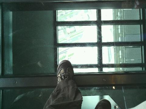ガラス板床