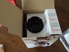 アイスコーヒーメーカーの箱を開けてみた。一番上にはポットの蓋が乗ってる。 #ハリオ
