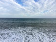 海面の色は昨日と似たような感じだけど、空が秋らしくなってるのでだいぶ雰囲気が違う