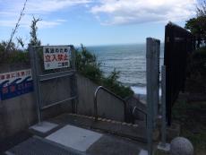 おっと、ここはゲートが開いている。さっきのところと特段条件は変わらなそうに思うが。波も相変わらず高いし。