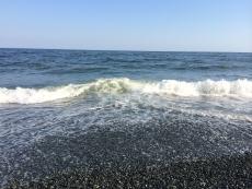 波打ち際は昨日に比べると若干濁ってるか?(時間も場所も違うけど)