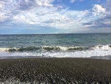 今日はちょっと波が高い。水も少し濁ってる。 #海 #海photo