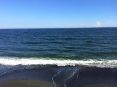 今日は伊豆大島がわりとはっきり見える。