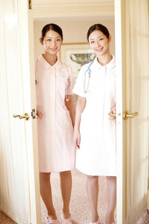 双子の姉妹と3Pしちゃってる羨ましい光景・・・双子のWフェラとか最高すぎwww