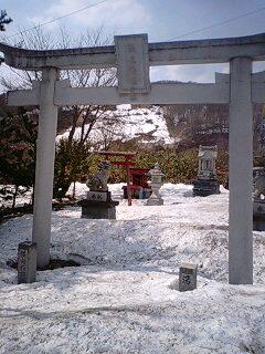 廃墟と神社