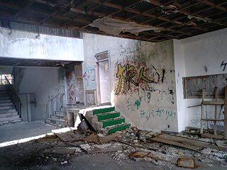廃墟と神社 (5)