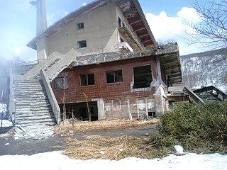 廃墟と神社 (6)